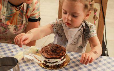 Fotorelacja zwarsztatów cukierniczych. Imieninowy tort dla Zofii